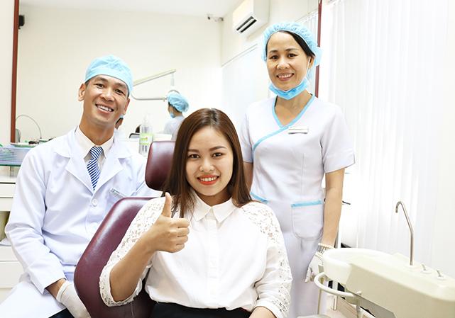 Cố định mão sứ lên Implant