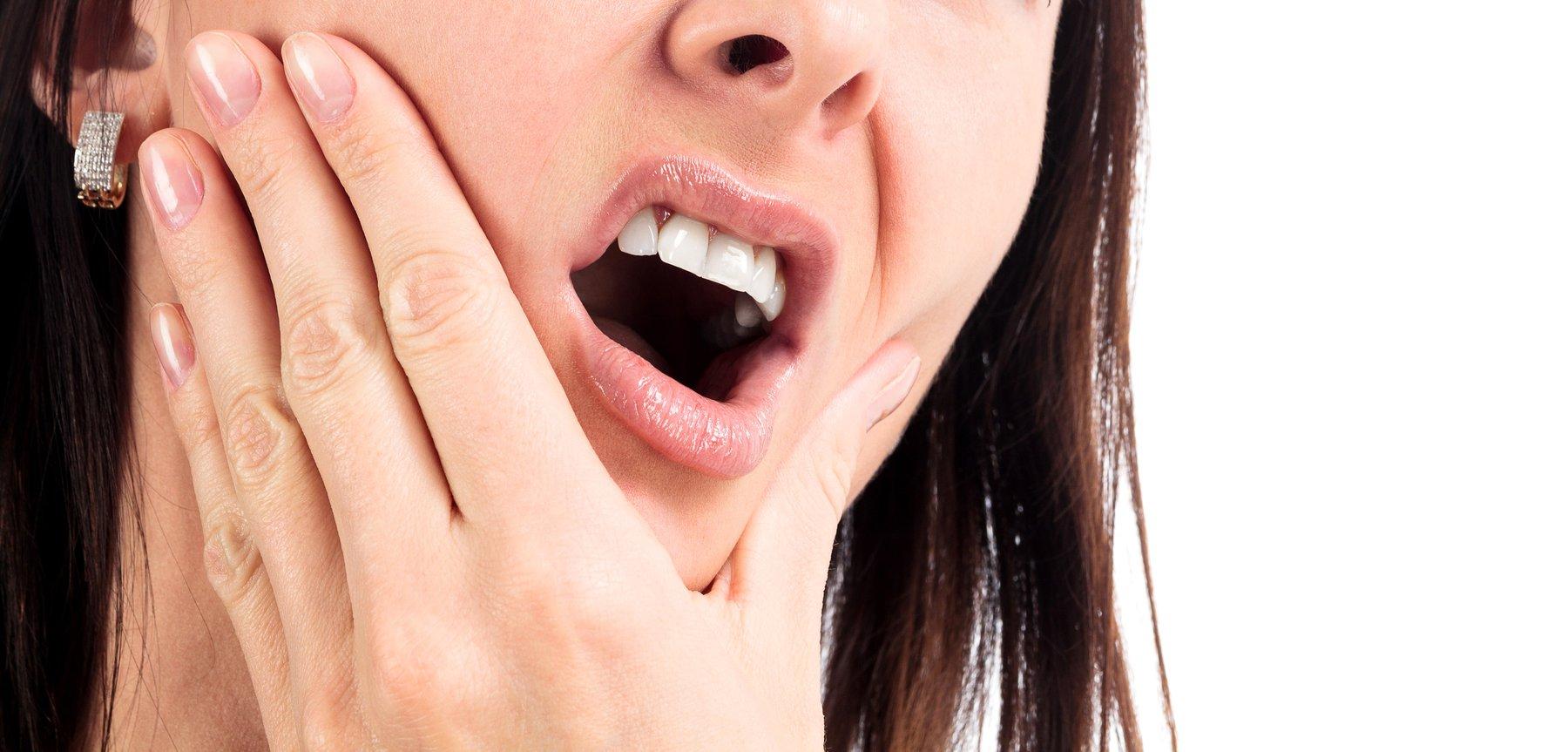 Tụt lợi buốt răng là gì? Địa chỉ uy tín chữa tụt lợi buốt răng