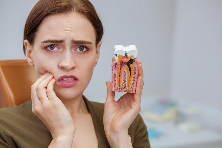 Viêm chân răng là gì? Nguyên nhân và cách chữa trị viêm chân răng