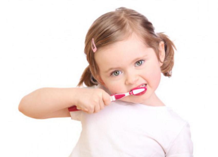 Răng sữa bị ố vàng: Nguyên nhân, dấu hiệu và cách giải quyết